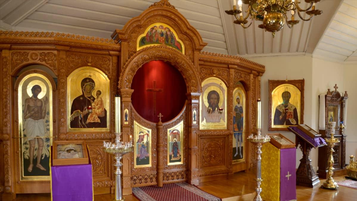 Liisa Tynkkysen maalaamia ikoneita Imatran Pyhän Nikolaoksen kirkossa