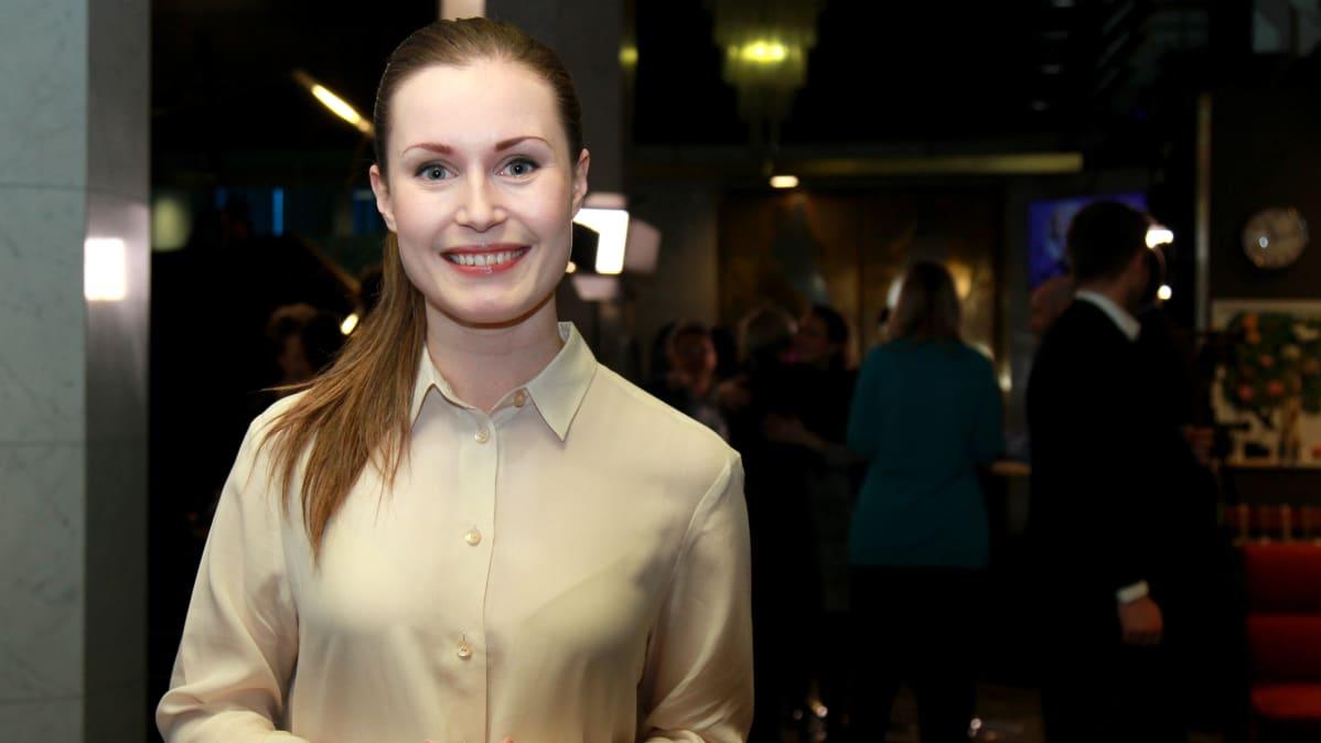 Sanna Marin vaalivalvojaisissa Hotelli Ilveksessä 09.04.2017