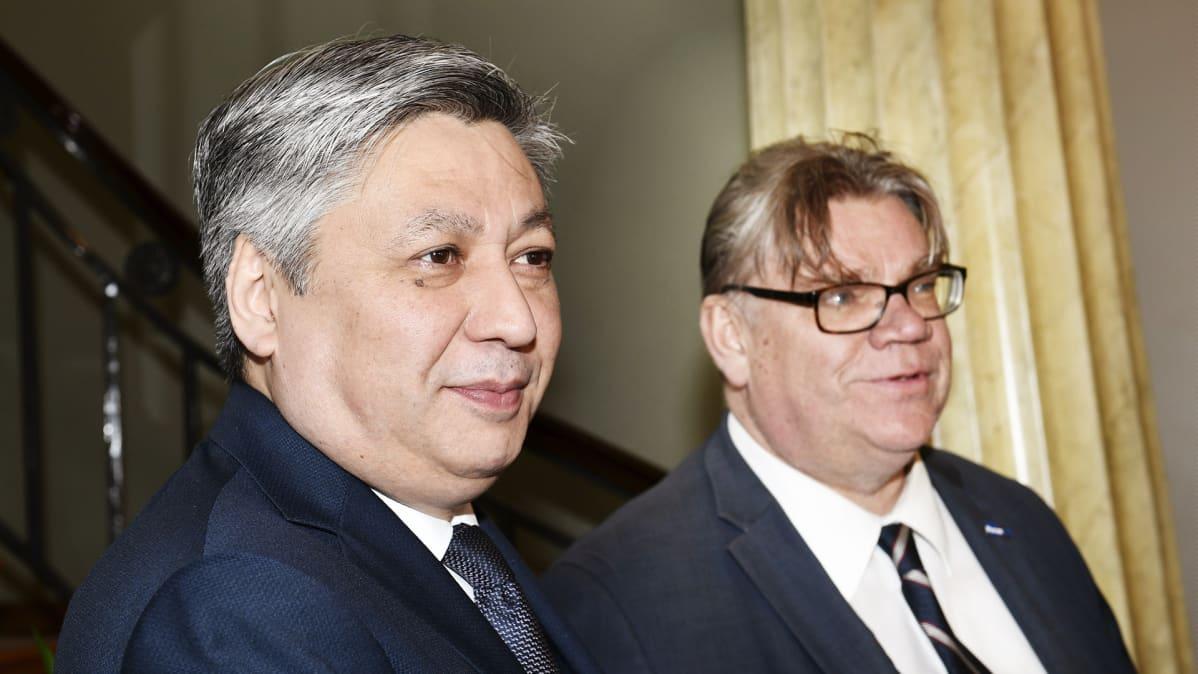 Kirgisian ulkoministeri Erlan Abdyldaev ja Timo Soini.