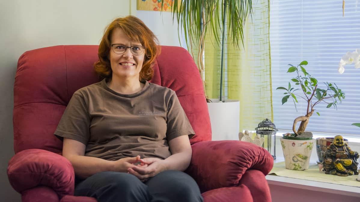 Kalevalainen jäsenkorjaaja Helena Tirkkonen.