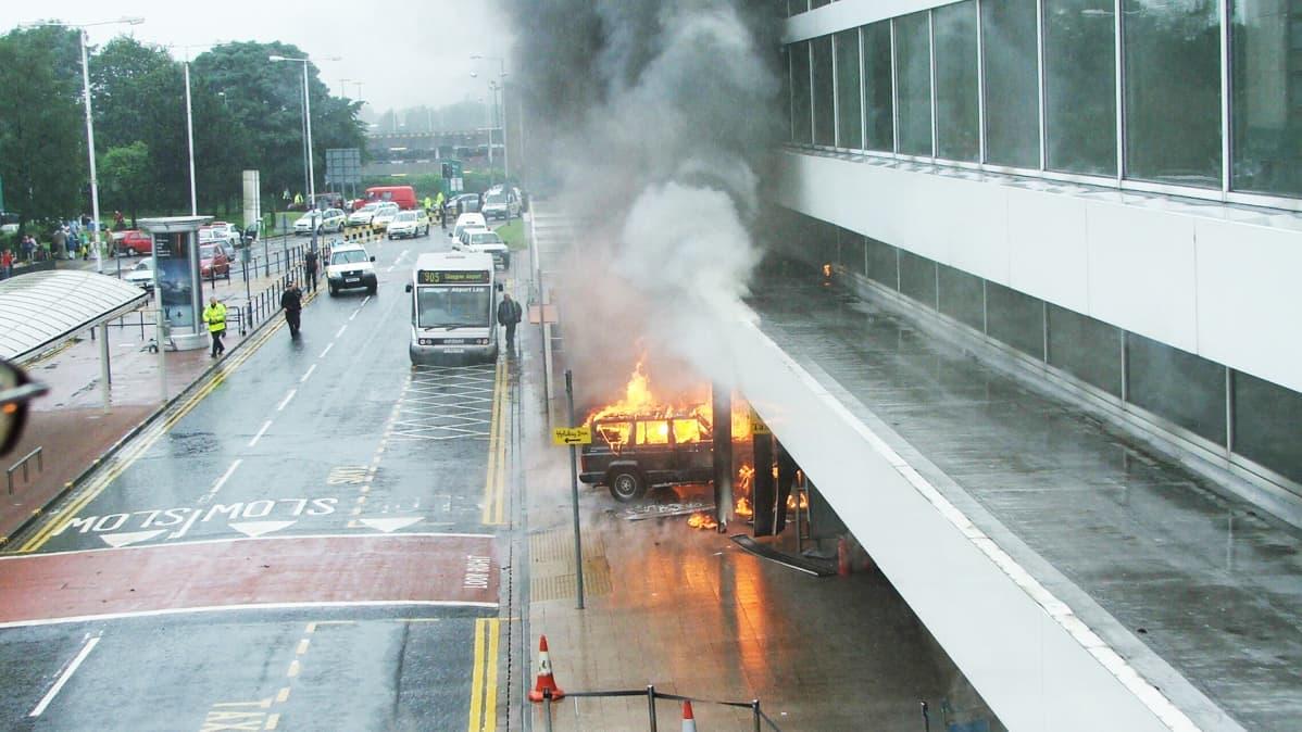 Terrori-isku Glasgowin lentoasemalla 30.06.2007.