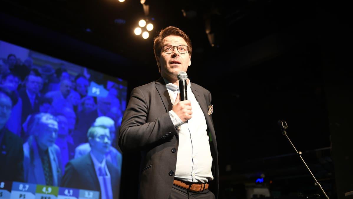 Ville Niinistö Vihreiden kuntavaalijuhlissa.