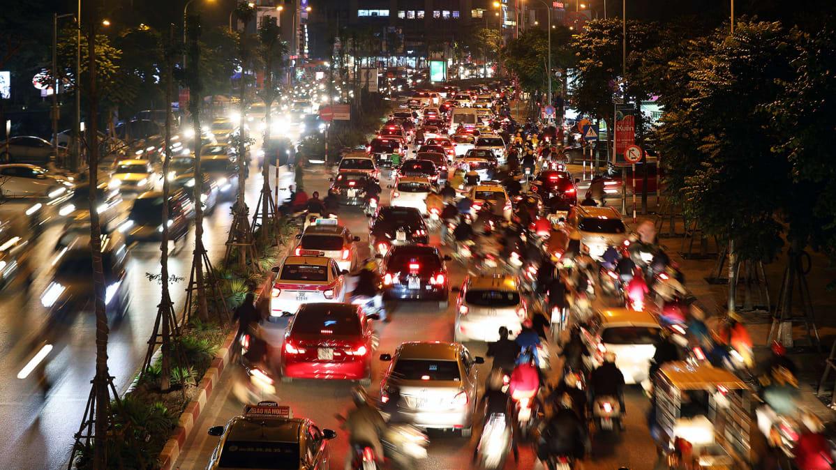 Liikenneruuhka Hanoissa.