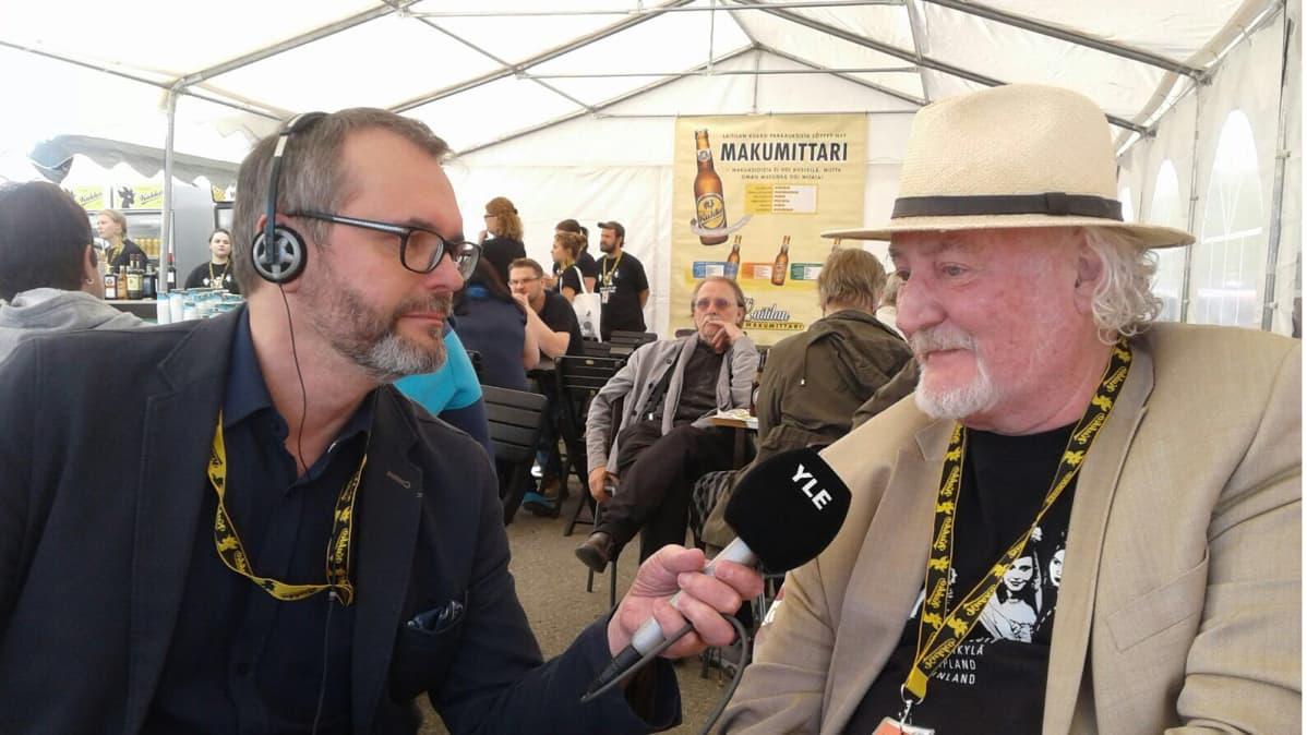 Elokuvantekijä Neil Hardwick on Sodankylän elokuvajuhlilla viidettä kertaa. Tässä hän on Tapio Räihän haastateltavana
