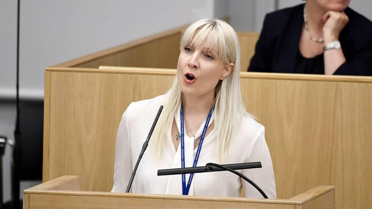 Laura Huhtasaari eduskunnan täysistunnossa maanantaina 19. kesäkuuta