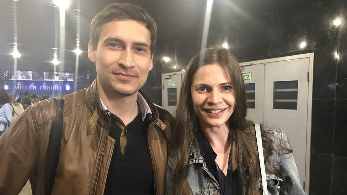 Pavel Gontšarov ja Natalia Dedeiko kehuivat suomalaiselokuvaa sen lapsen näkökulmasta lähtevästä kerrontatavasta ja yksinkertaisesta lopusta. He kertovat elokuvan paljastaneen heille uusia puolia suomalaisuudesta.