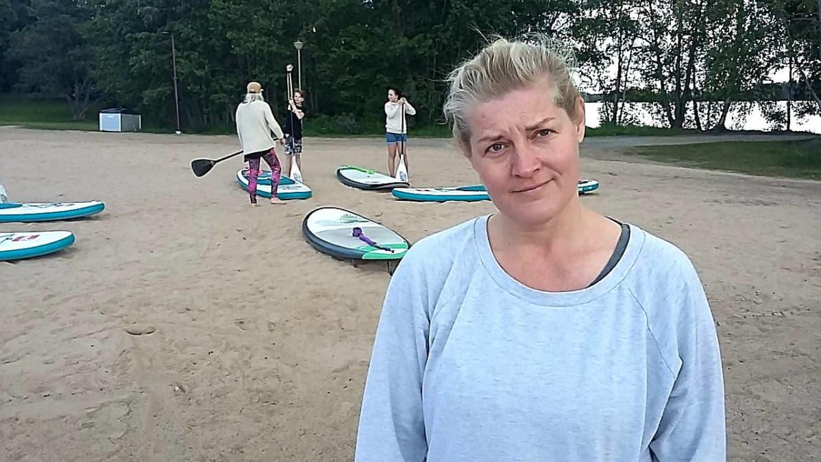 Nina Intonen Pyynikin uimarannalla