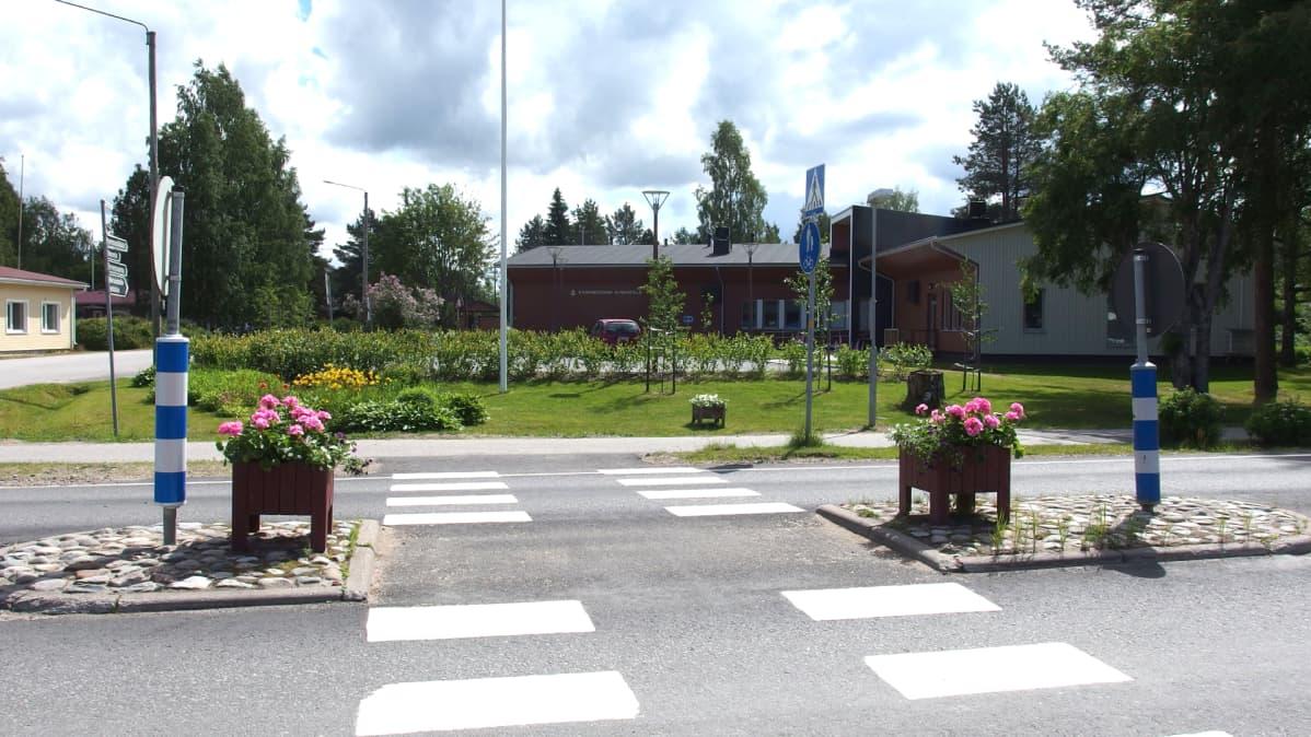 Suojatie Kannonkosken keskustassa.