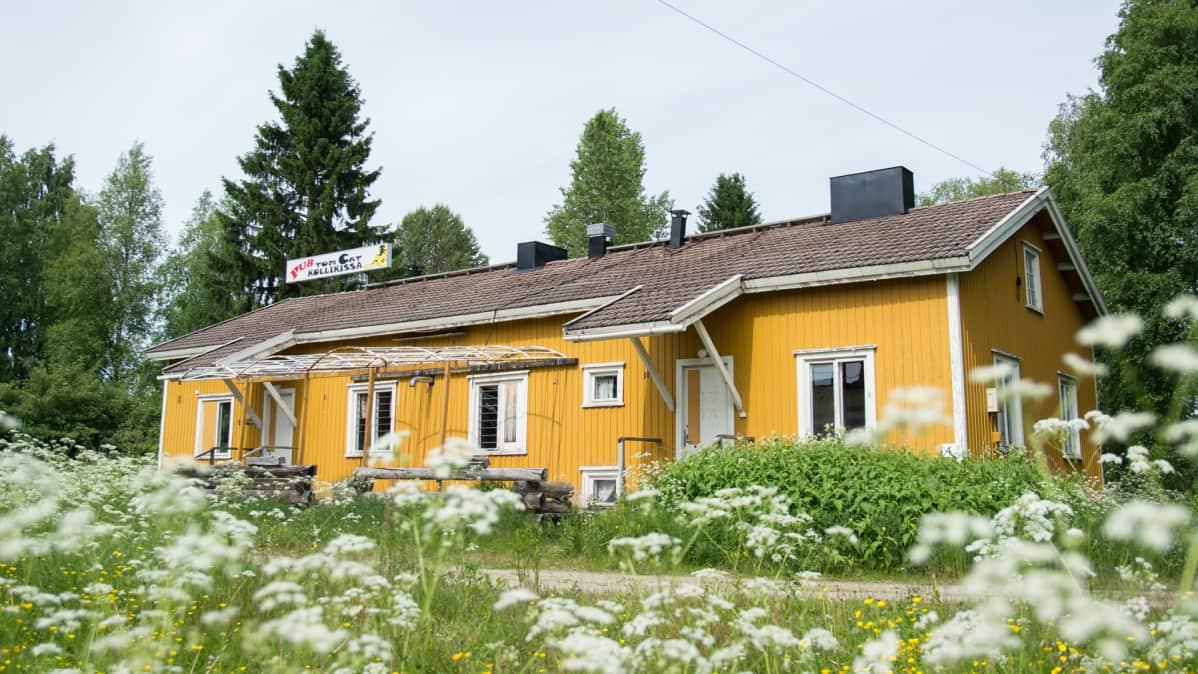 Hyrynsalmen Hietaniemi, jossa oli aikoinaan Kajaani Oy:n piirikonttori ja muun muassa Raija Orasen lapsuuskoti.