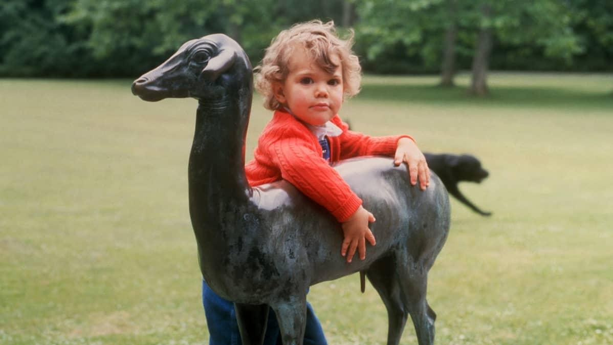 Kruununprinsessa Victoria 3-vuotissyntymäpäivänään.