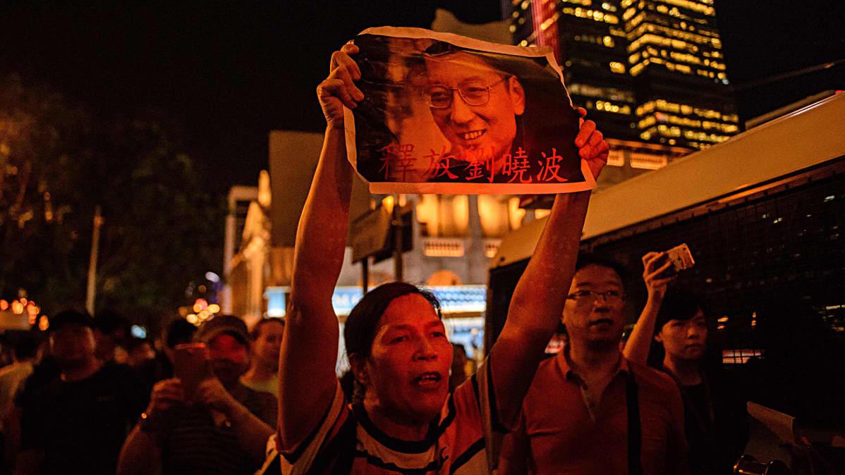 Akltivisti osoittamassa mieltään Liu Xiaobon puolesta kesäkuussa 2017