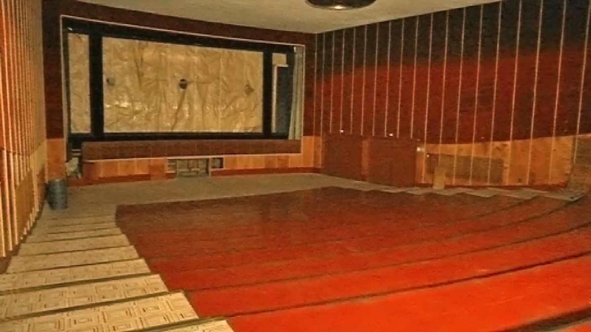 Tyhjennetty elokuvateatteri Nuijamiehen sali
