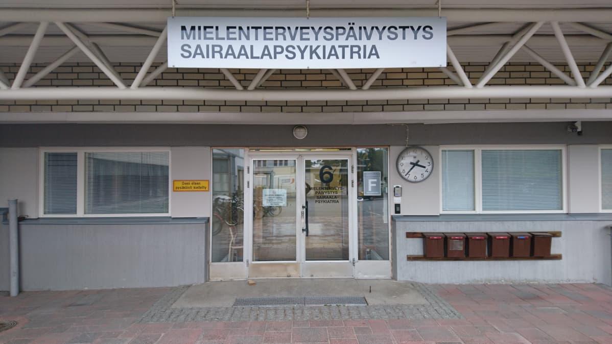 Etelä-Karjalan keskussairaalan psykiatrisen osaston sisäänkäynti.