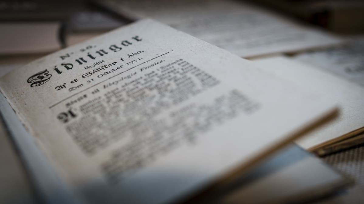 Ari Savikon kokoelmissa on kirjoja, lehtiä ja tutkimuksia 1700-luvulta.