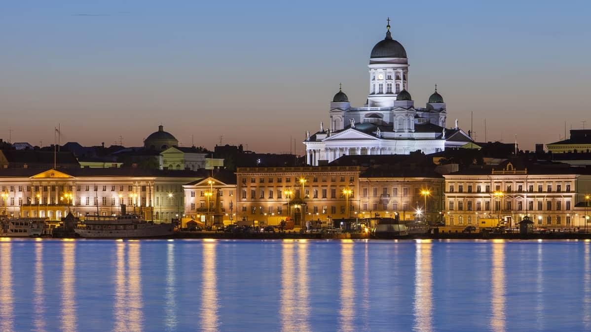Helsinki nähtynä mereltä.