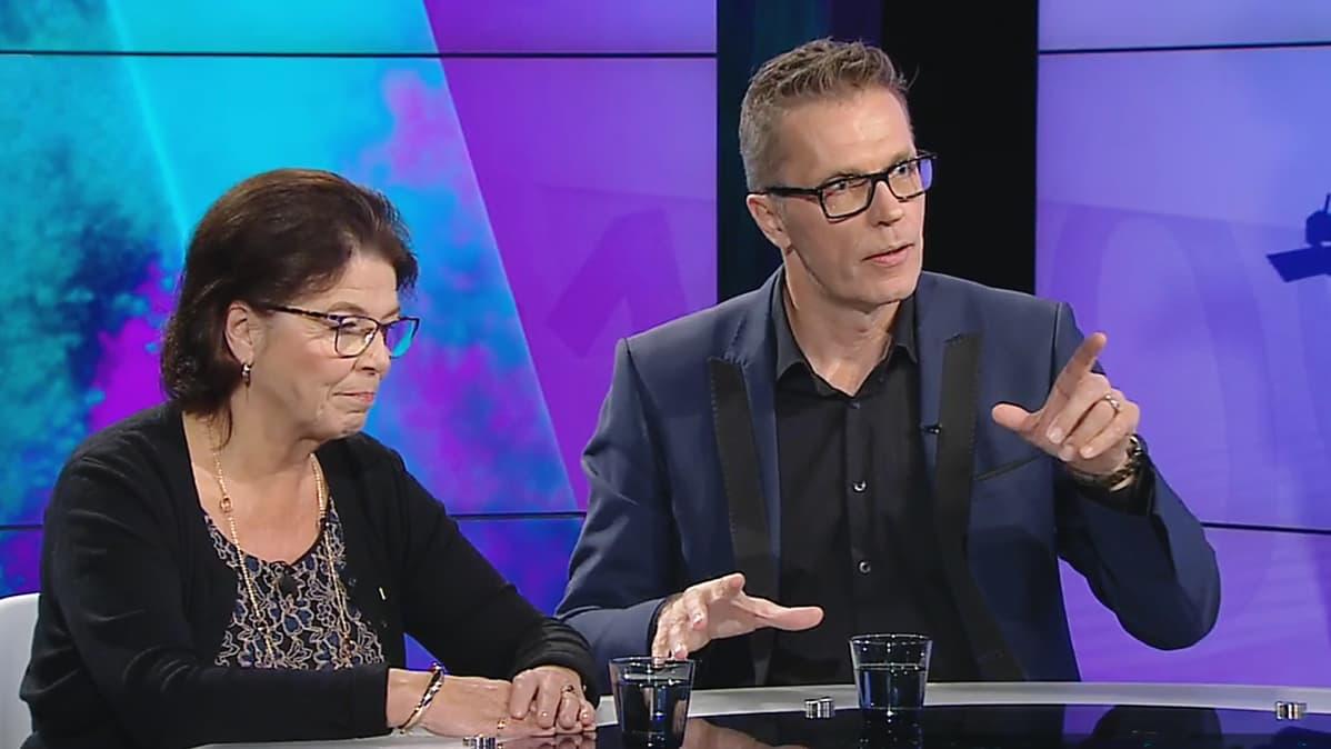 Silja Paavola ja Jari Sarasvuo.