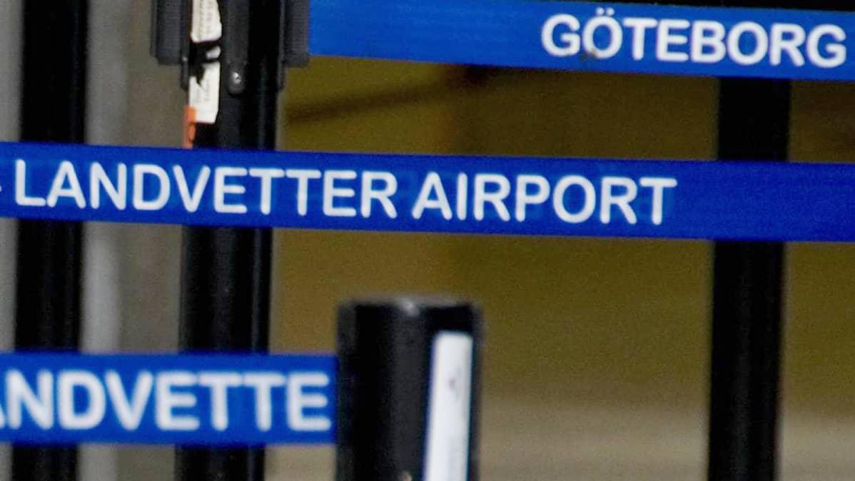 Siniset nauhat Göteborgin lentokentällä.