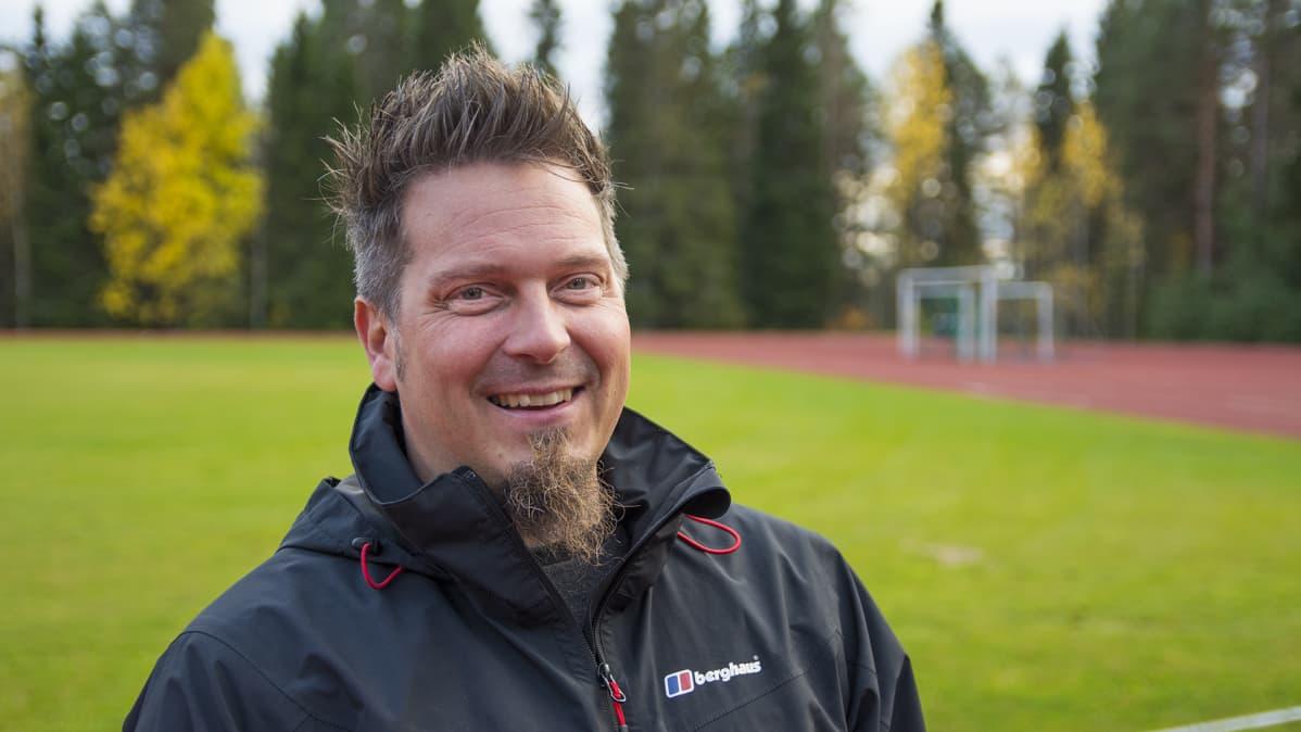 Suomussalmen Pallon juniorijalkapallovalmentaja Ville Vainio