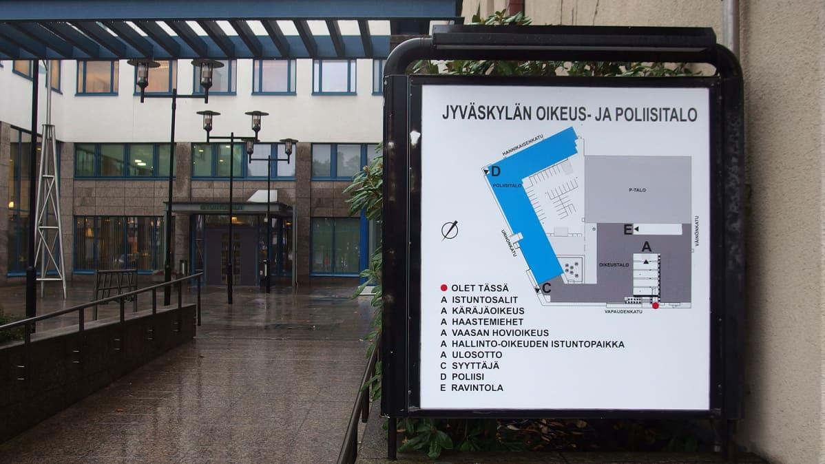 Jyväskylän oikeus- ja poliisitalon opastaulu.