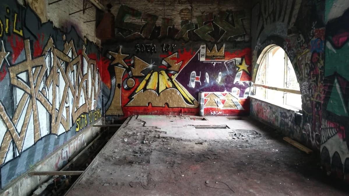 Santalahti graffiti