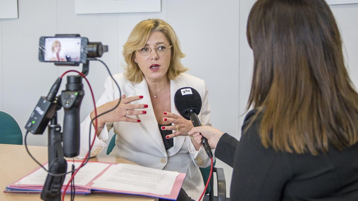 Corina Crețu haastattelussa