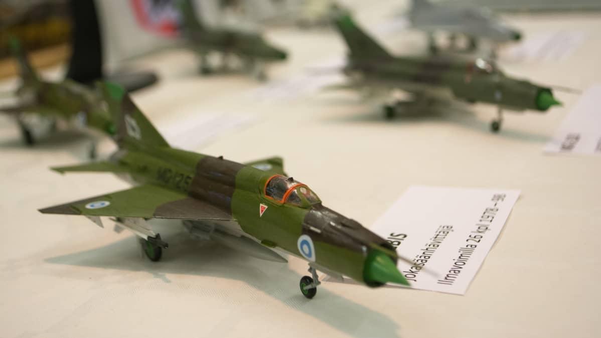 MiG-21 bis -hävittäjän pienoismalli