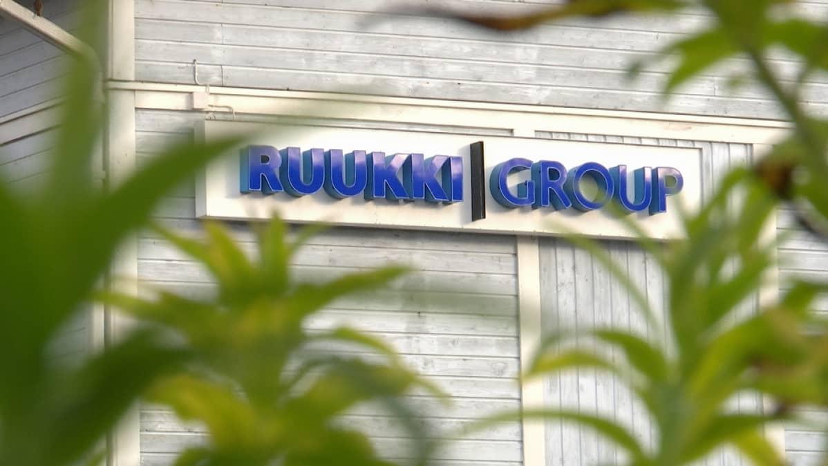 Ruukki Group logo Ruukin yrityskylässä.