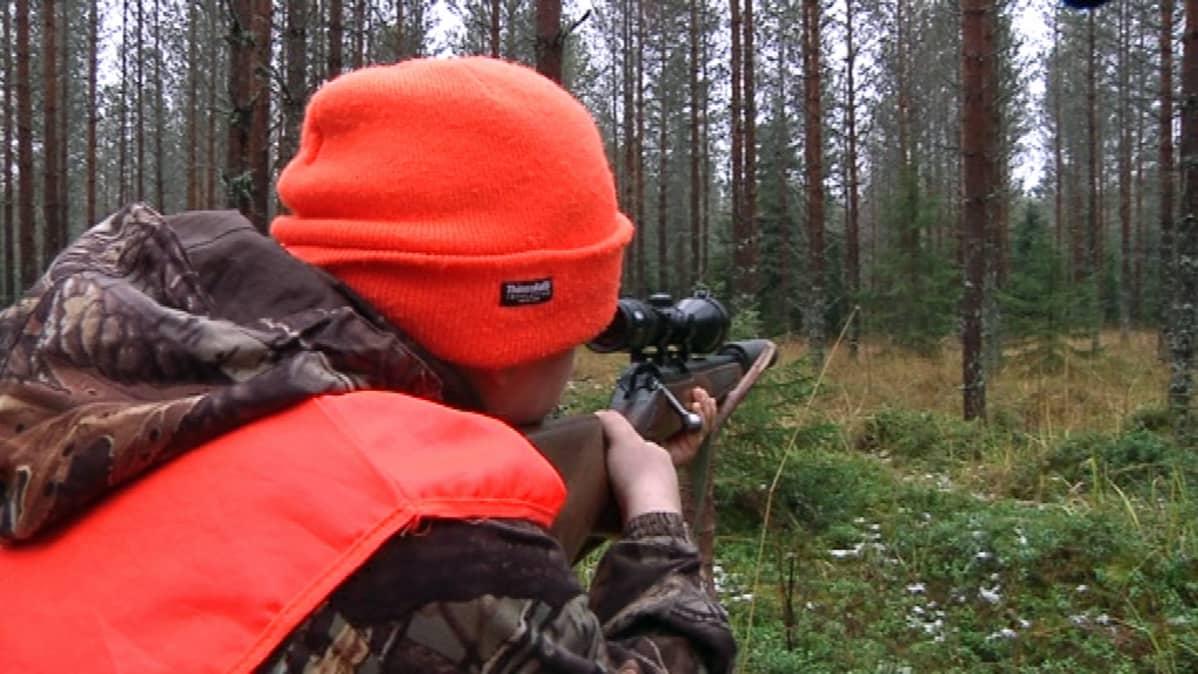 Verneri Kallio valmiina ampumaan.