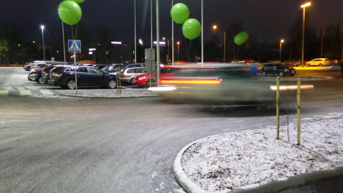 Parkkipaikka autoja pysäköinti