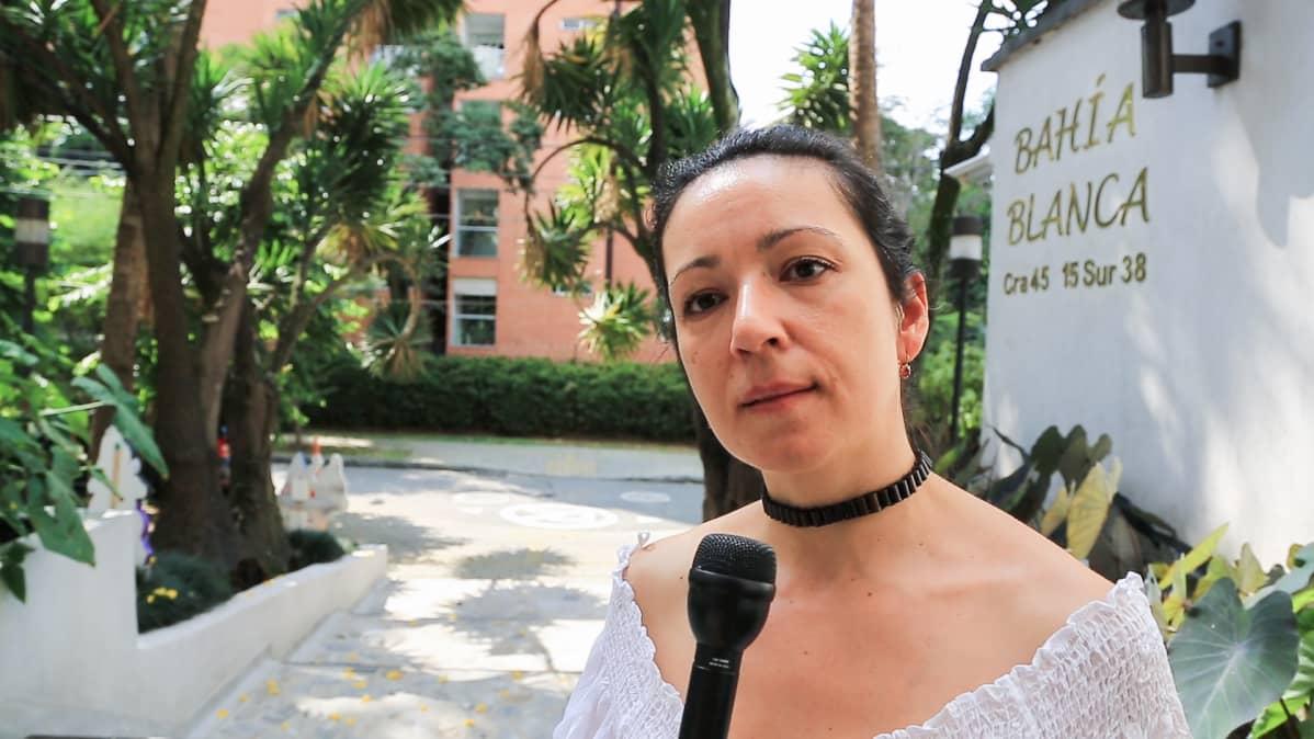 Dorely Restrepo vastustaa henkeen ja vereen Escobar-turistikierroksia.