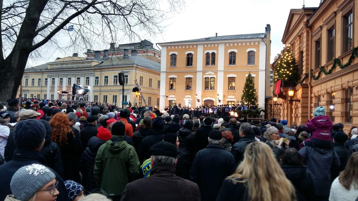 Joulurauhan julistus Turun Vanhalla Suurtorilla vuonna 2016.