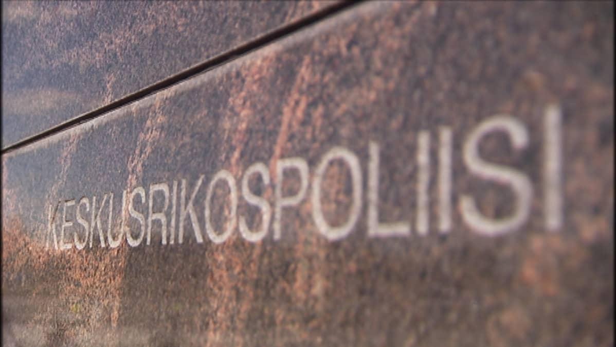 KRP:n teksti päämajan seinässä Vantaalla