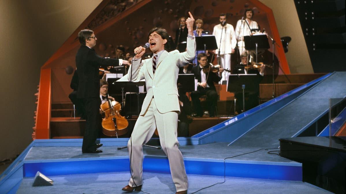 Kirka laulaa vuoden 1980 euroviisukarsinnoissa.