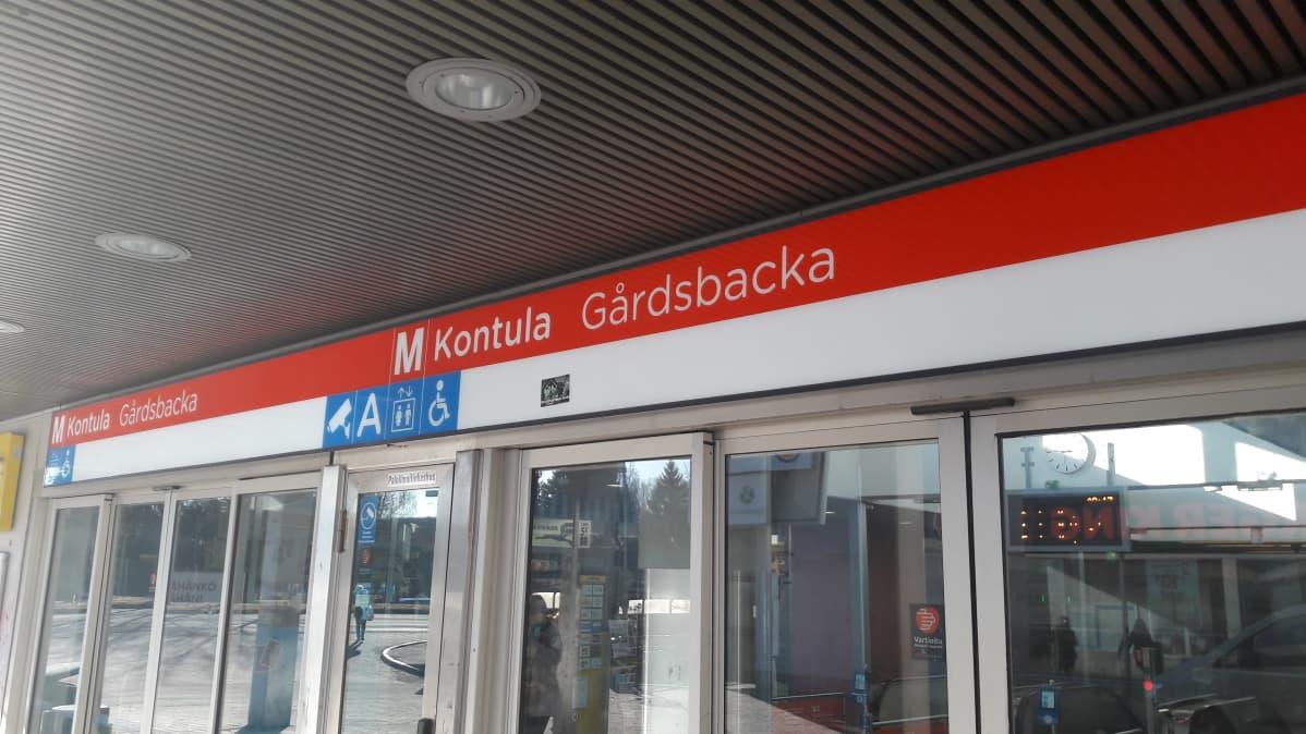 Gårdsbacka metrostation i Helsingfors.