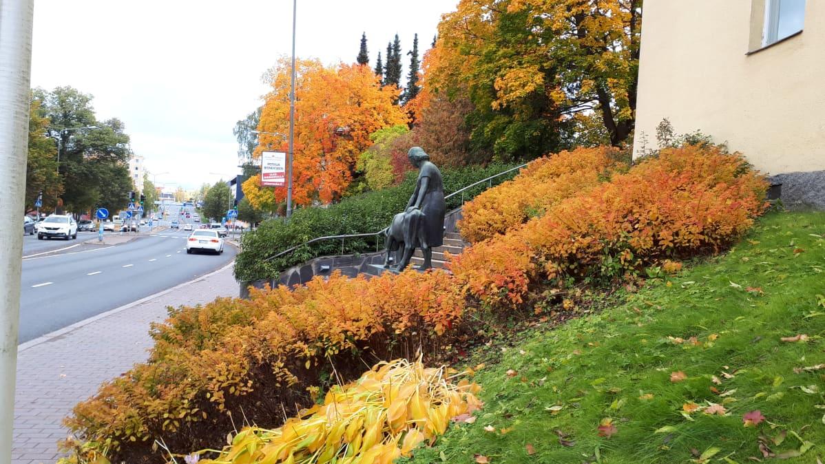 Hämeenlinnan taidemuseon lähistöllä.