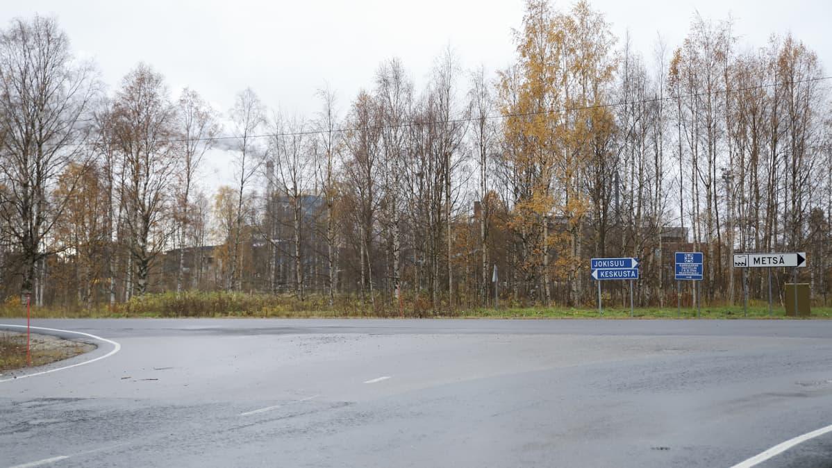 Sahasaarenkadun ja Pajusaarenkadun risteys Kemin Pajusaaressa.