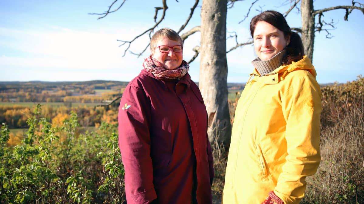 Kaksi naista Auli Hirvonen ja Katriina Koski, maisema-asiantuntijoita