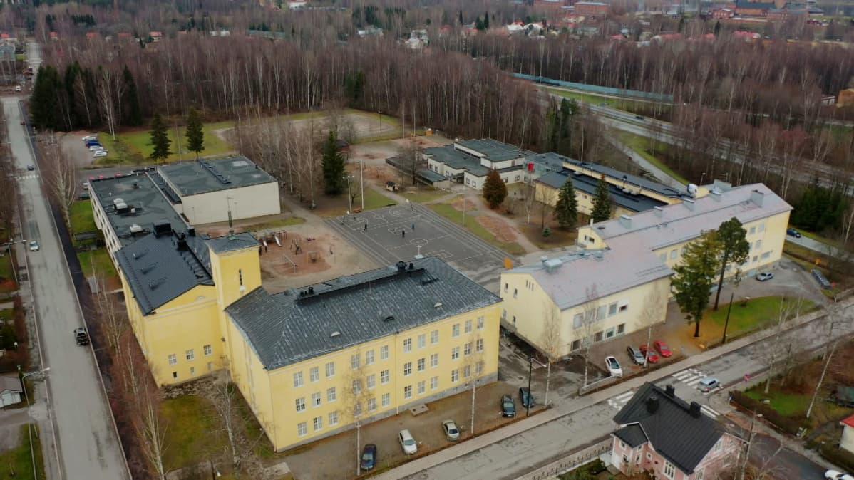 Seminaarin koulun rakennukset ilmasta käsin kuvattuna.