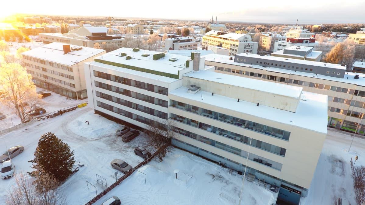 Kerrostaloja Rovaniemen keskustassa.