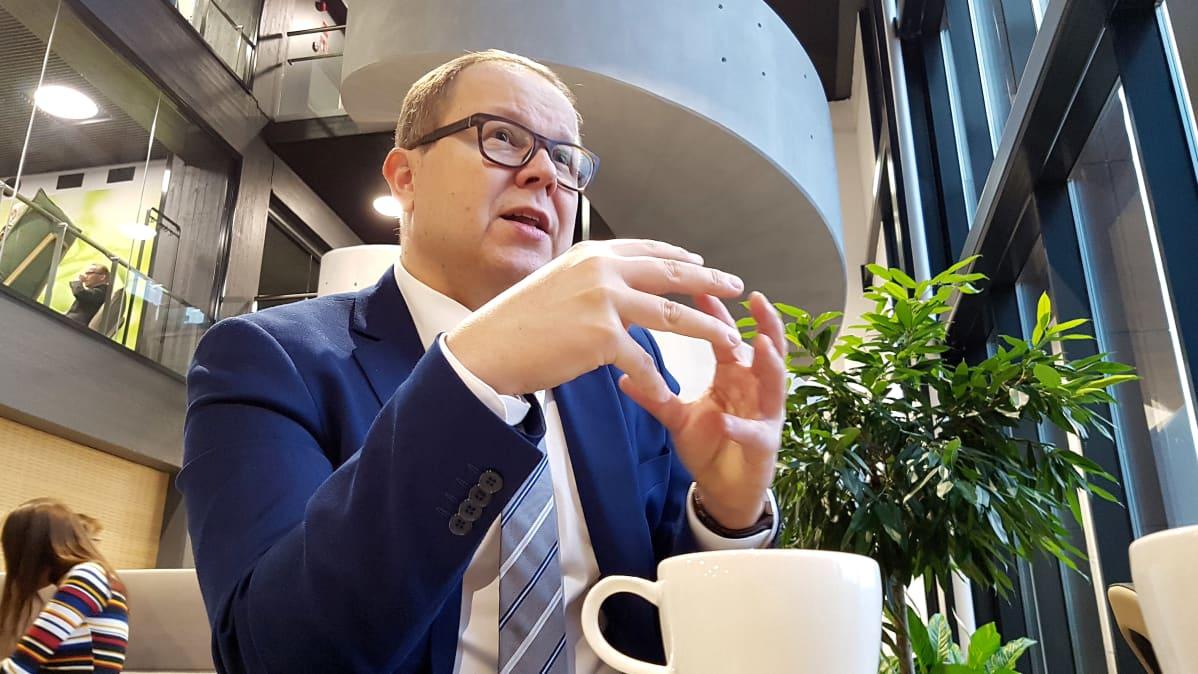 Juha-Matti Saksa kahvilla