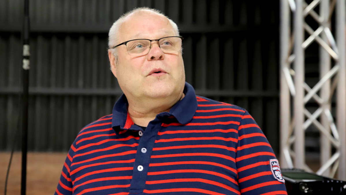 Pekka Pusa kasisalilla