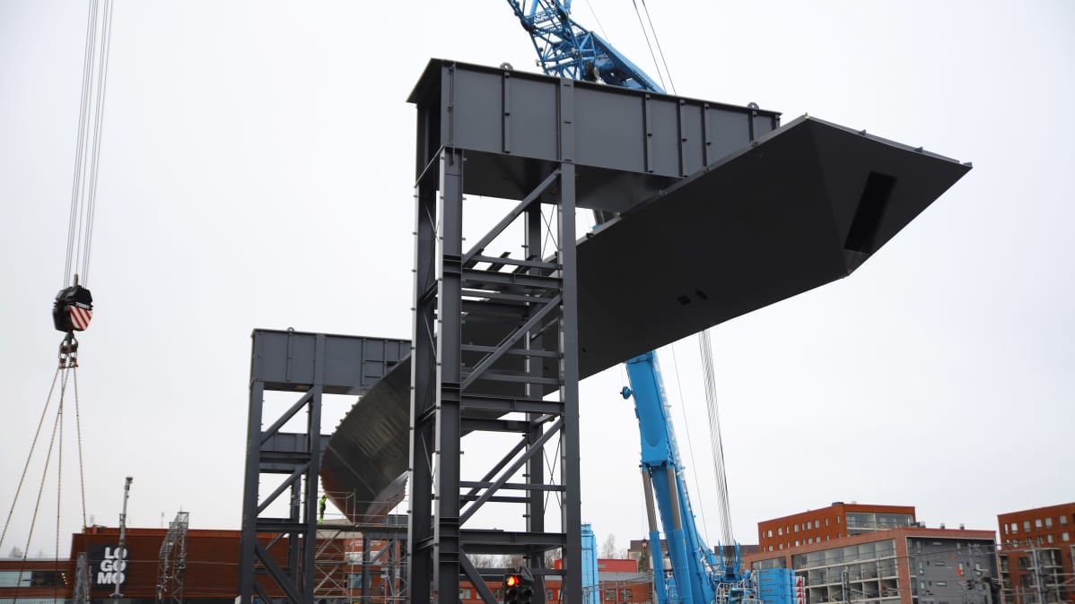 Logomon kevyen liikenteen sillan rakennustöitä 20.1.2020.