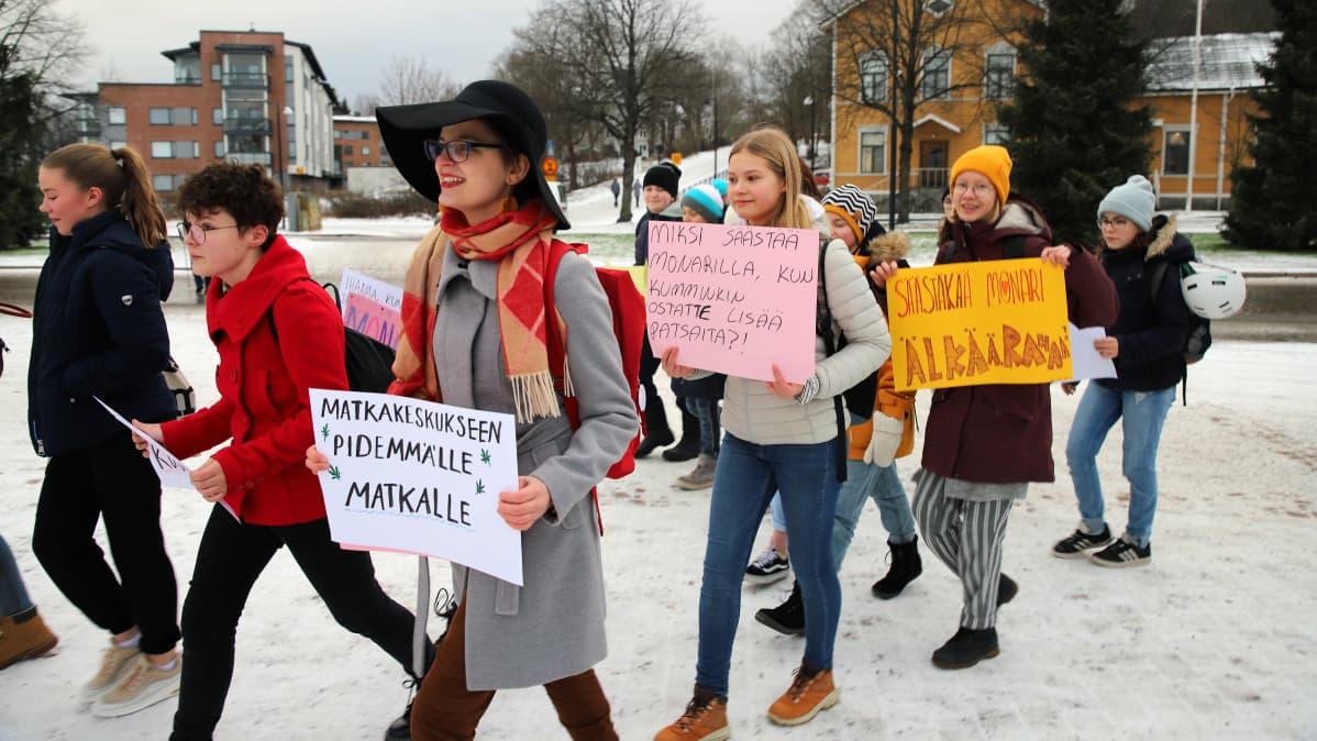 Mielenosoitus riihimäen nuorisotalonpuolesta