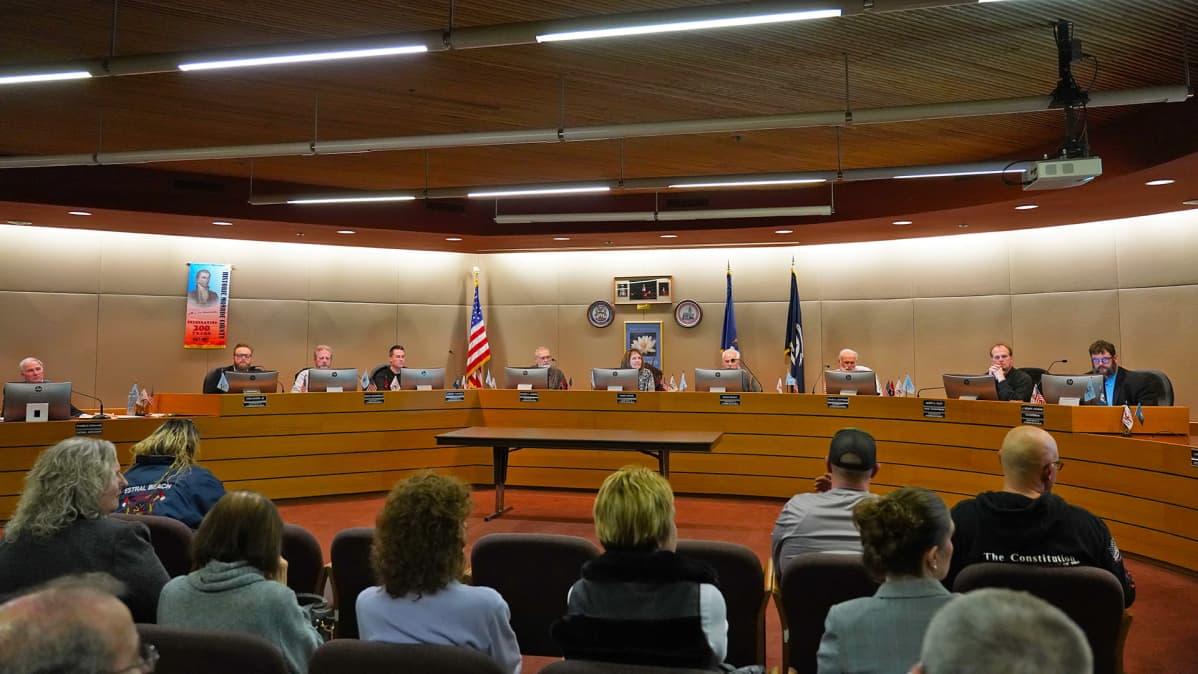 Monroen piirikunnan valtuuston kokous Michiganissa