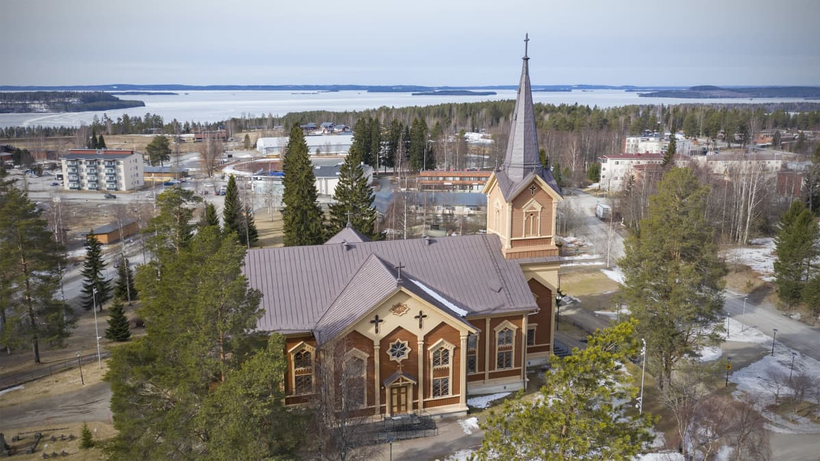 Ilmakuva Kontiolahden evankelis-luterilaisesta kirkosta.