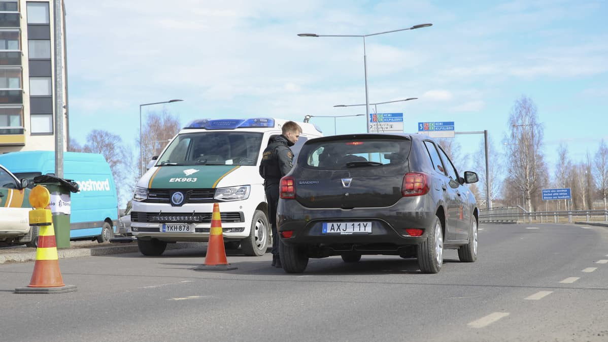 Rajavartiosto vahtii Suomen ja Ruotsin rajaa Torniossa.