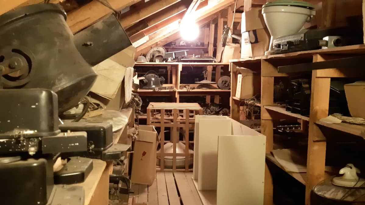 Etelä-Savon Energian varasto, jossa on paljon kaikenlaista roinaa. Vanha vintti.