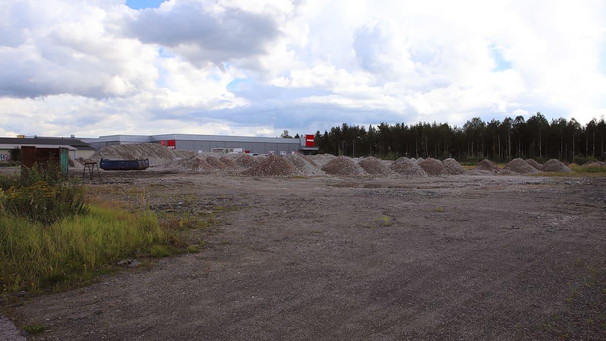 Tyhjä tontti Rovaniemen teollisuusalueella