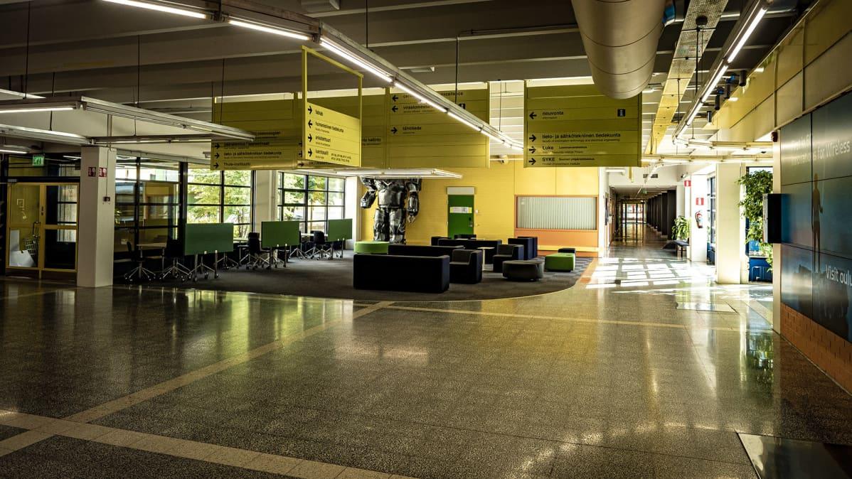 Oulun yliopiston hiljaiset käytävät