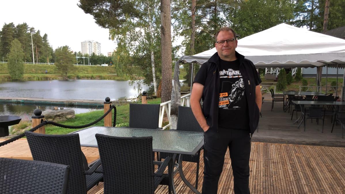 Vuoksen kalastuspuiston yrittäjä Toni Kainulainen Imatralla.